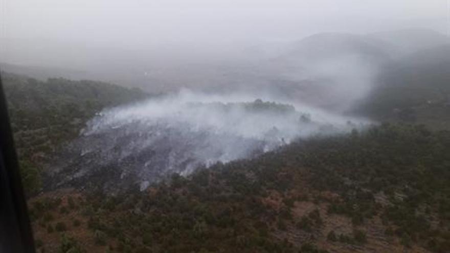 Controlado el incendio causado por un rayo en Atzeneta