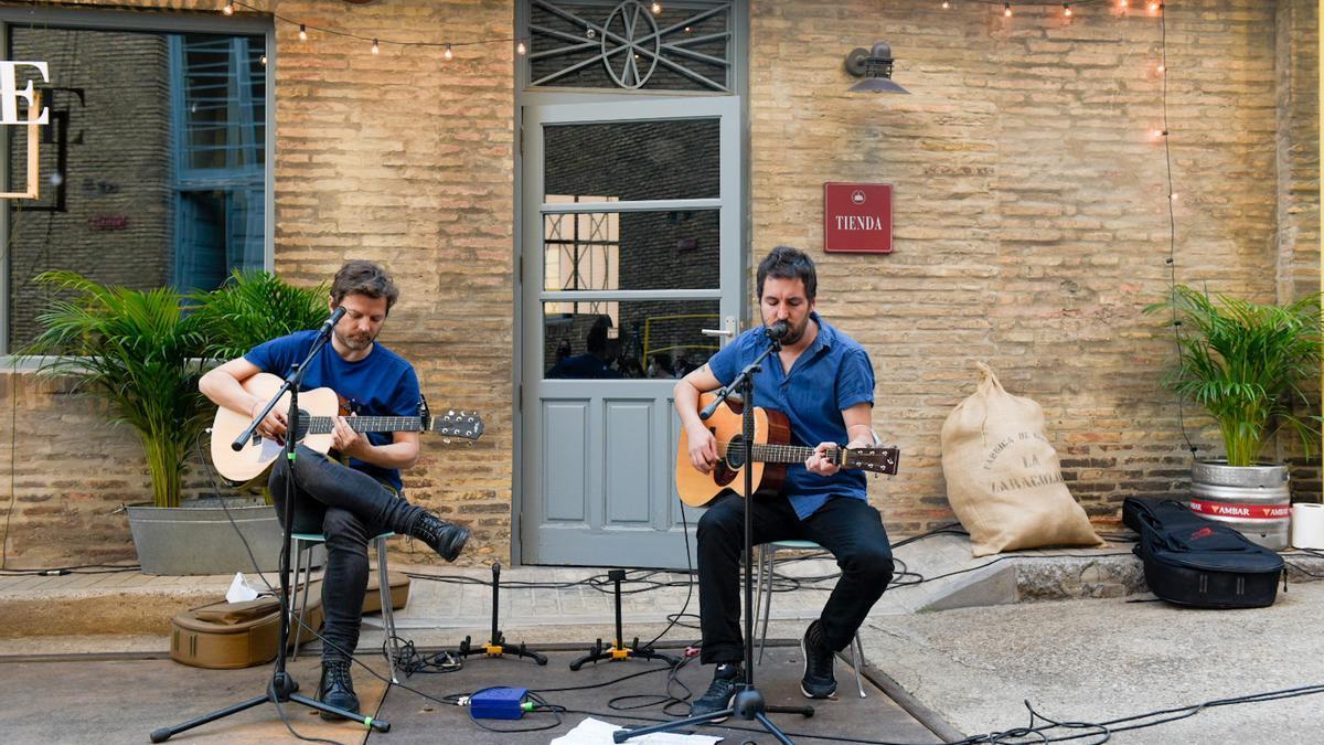 El bosque sonoro se ha presentado hoy con un acto en el que ofrecieron un miniconcierto Pau Roca y Sebas Puente.