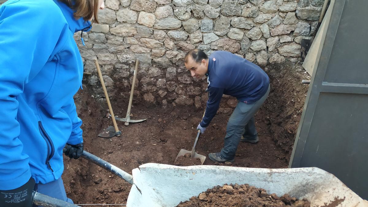 Excavaciones en el cementerio de Valldemossa.