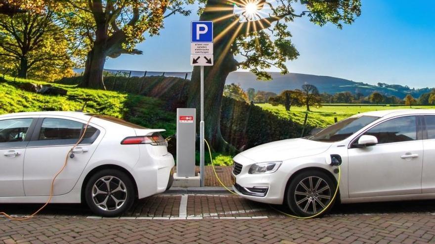4 de cada 10 conductores aún  no diferencian entre un coche eléctrico y uno híbrido