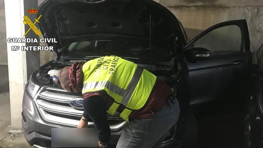 Detenido tras robar un coche en un concesionario de Vilagarcía y ponerle matrículas falsas