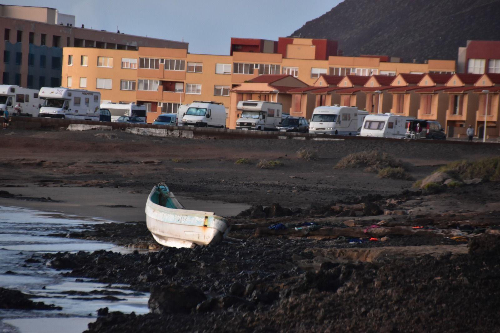 Cuatro fallecidos a bordo de un cayuco en una playa de Tenerife