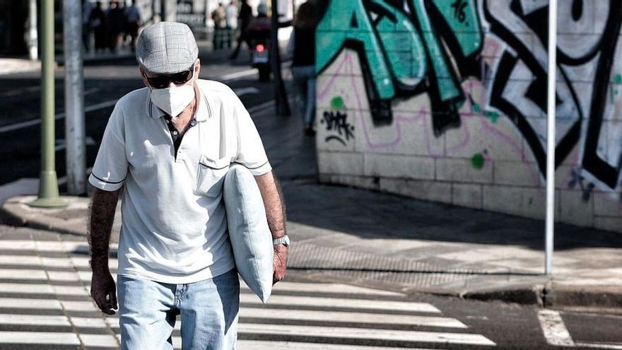 Sanidad pide no relajar las medidas anticovid porque sube la incidencia en Canarias