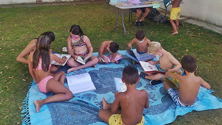 Lectura al pie del agua en Villaralbo