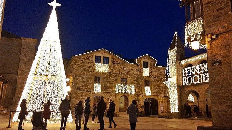 Puebla de Sanabria enciende la Navidad en su casco histórico