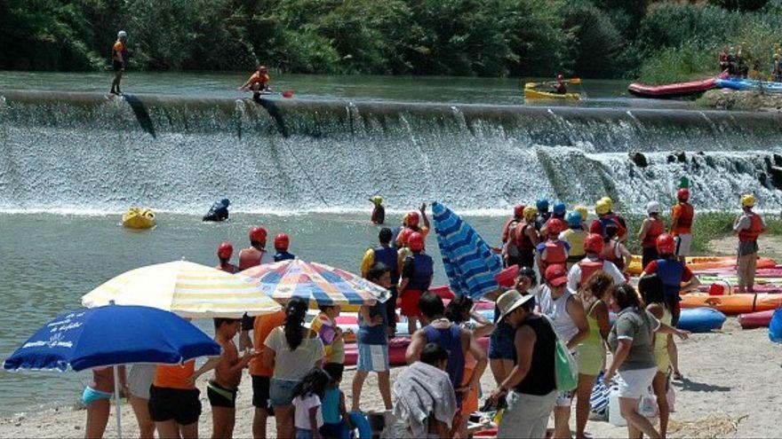 Rafting o Kayak en el río a su paso por Blanca. El club de piragüismo ofrece todo tipo de deportes de aventura sobre sus aguas.