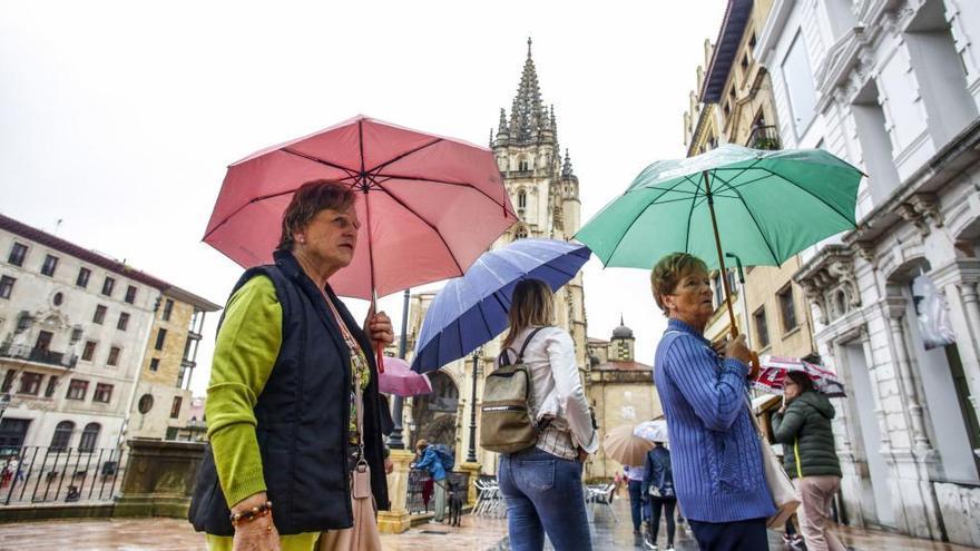 Ni rastro del verano en Asturias: mañana, fuertes chubascos e incluso nieve en la Cordillera
