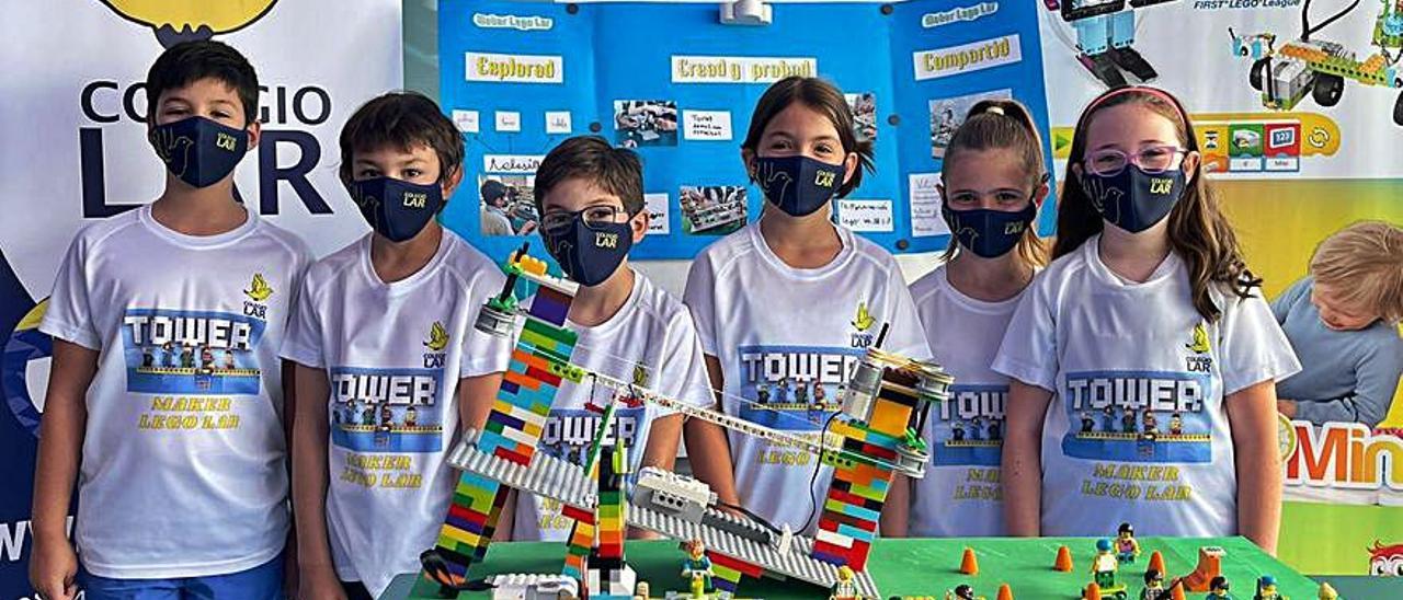 Equipo Maker Lego Lar, con su maqueta.