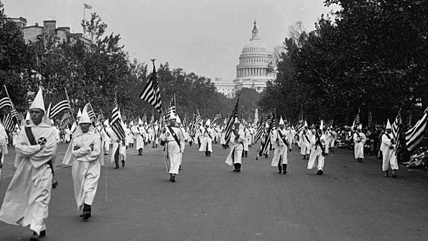'La noche temática' repasa en La 2 la tenebrosa historia del Ku Klux Klan