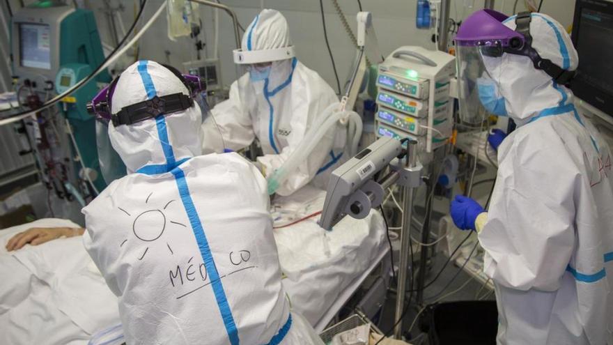 Un médico del Insular de Gran Canaria cuenta la experiencia de un contagiado al que tuvo que sedar