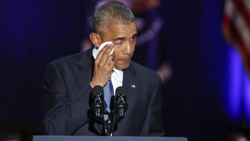 """Obama cedeix el testimoni del """"canvi"""" als ciutadans en un comiat optimista i emotiu"""