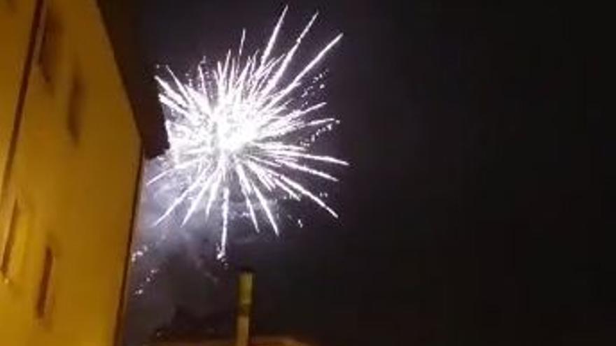 Sí hubo fuegos en San Mateo: así fue la celebración clandestina de la noche del lunes en Oviedo