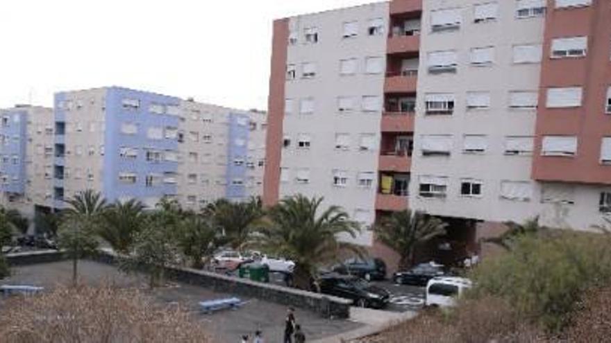 El Gobierno de Canarias planea comprar al banco Santander las viviendas de Añaza