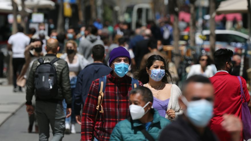 España registra 5.701 nuevos contagios y 73 muertos más en las últimas 24 horas