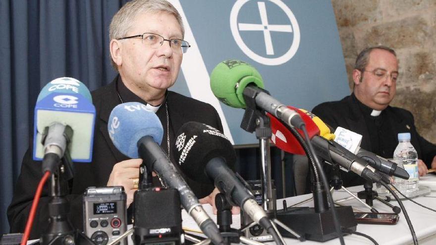 """El obispo de Astorga: """"Hay que acabar con esto que tanto dolor provoca en el mundo"""""""