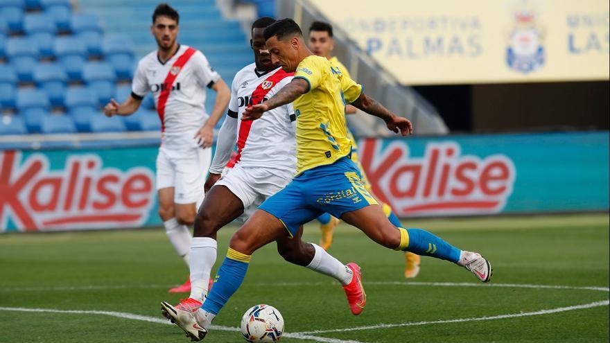 La UD Las Palmas y Rayo igualan a uno un partido trepidante