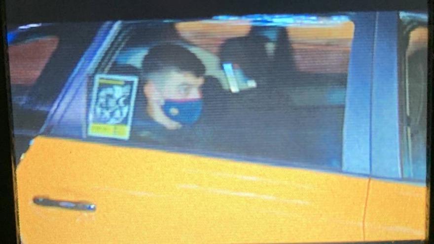 Pedri se marcha en taxi tras su estreno goleador en Champions