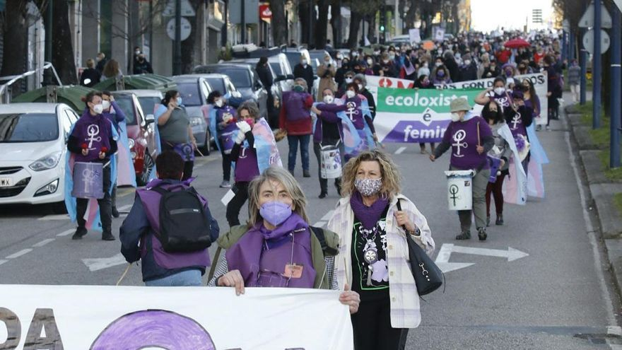 Columnas violetas reclaman igualdad en Vigo