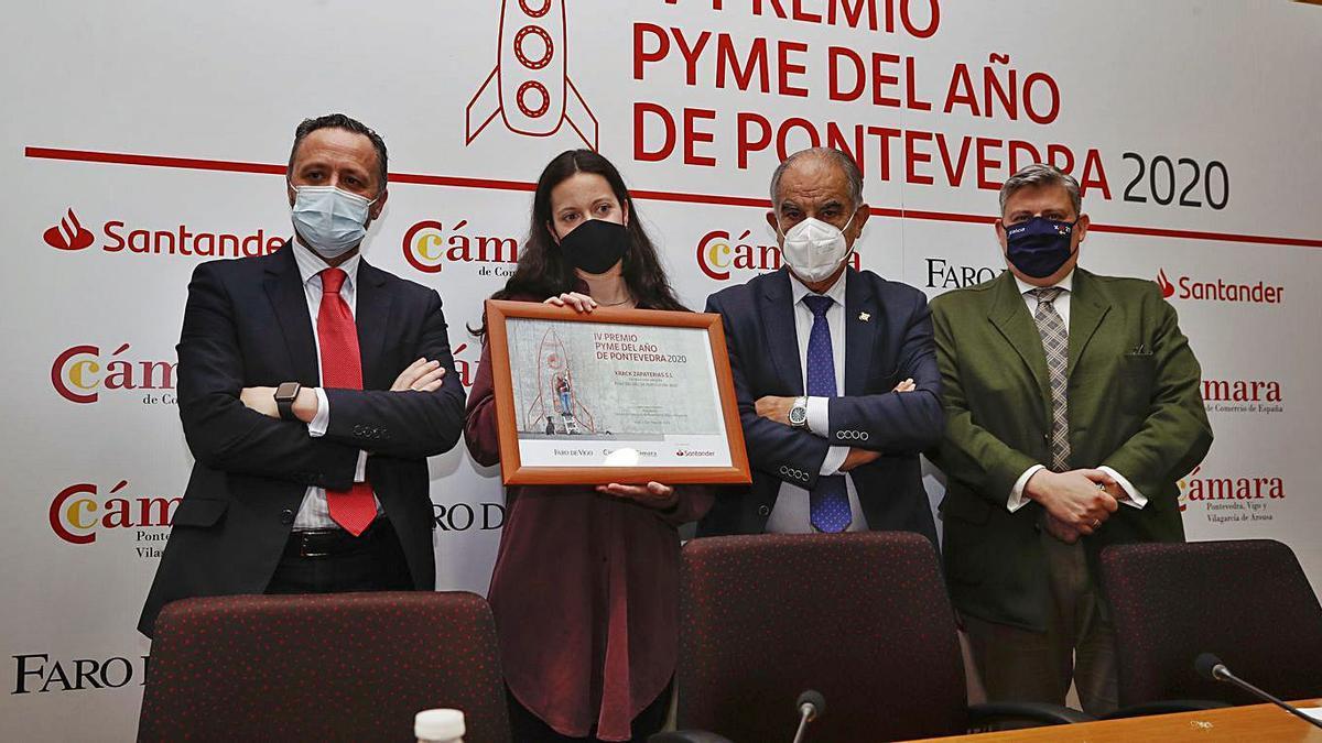 La ceremonia de entrega se celebró ayer en la sede viguesa de la Cámara de Comercio.   | // RICARDO GROBAS