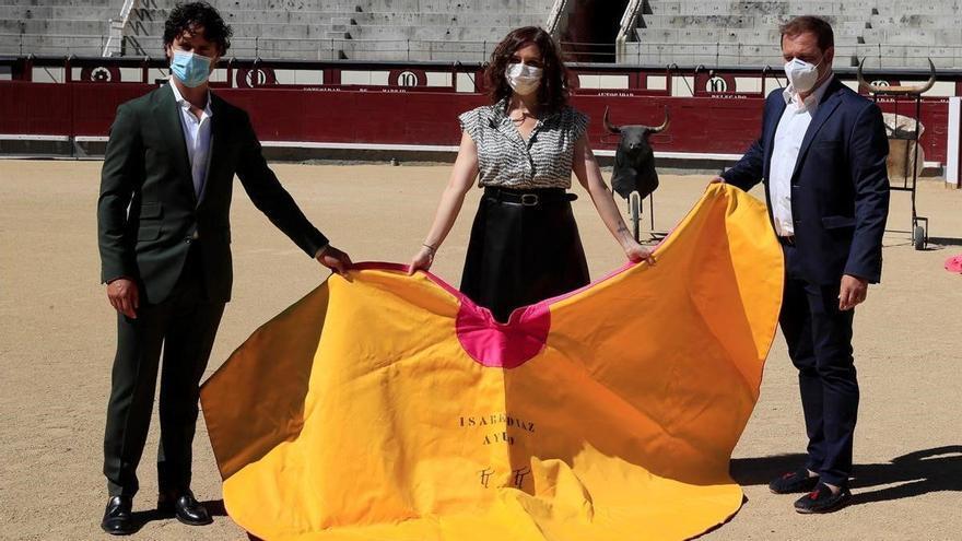 Toros en Madrid: Ayuso utiliza la polémica fiesta como nueva arma electoral contra Sánchez