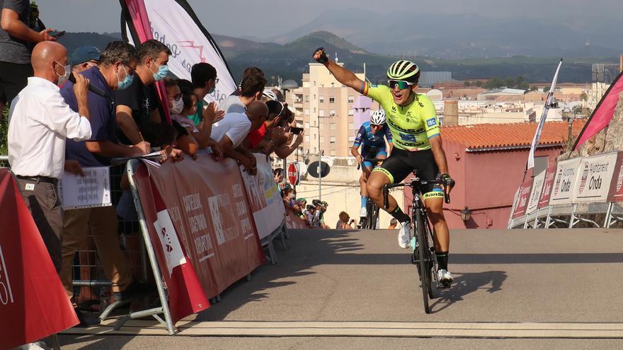 Rubén Sánchez se viste de líder del Trofeo Víctor Cabedo en el Castillo de Onda