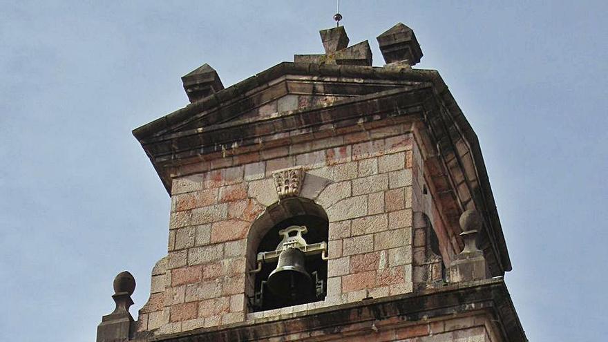 Reclaman el arreglo del reloj de la iglesia de Cangas de Onís, parado desde hace años