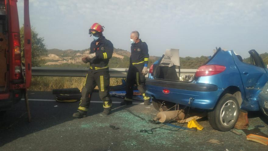 Muere un joven de 22 años y dos mujeres resultan heridas en una colisión frontal en la N-432 entre Córdoba y Espiel
