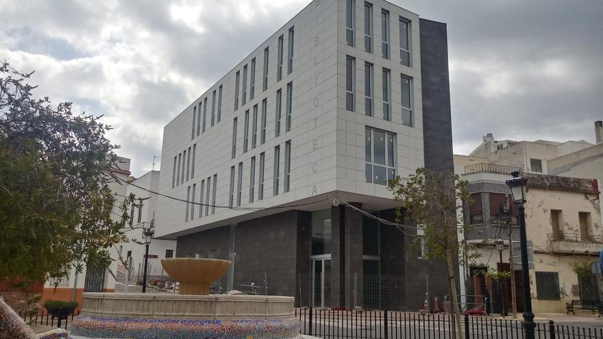 Orpesa da ultimátum a la empresa para acabar la nueva biblioteca