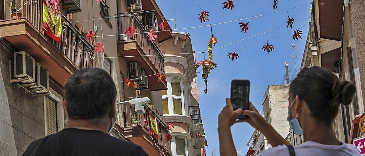 Los ángeles que se pueden fotografiar en las calles Sant Jordi y Ángel, en Elche.