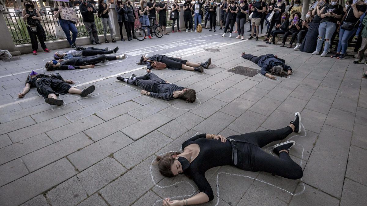 Un centenar de personas se manifiesta en Palma en contra de la violencia machista