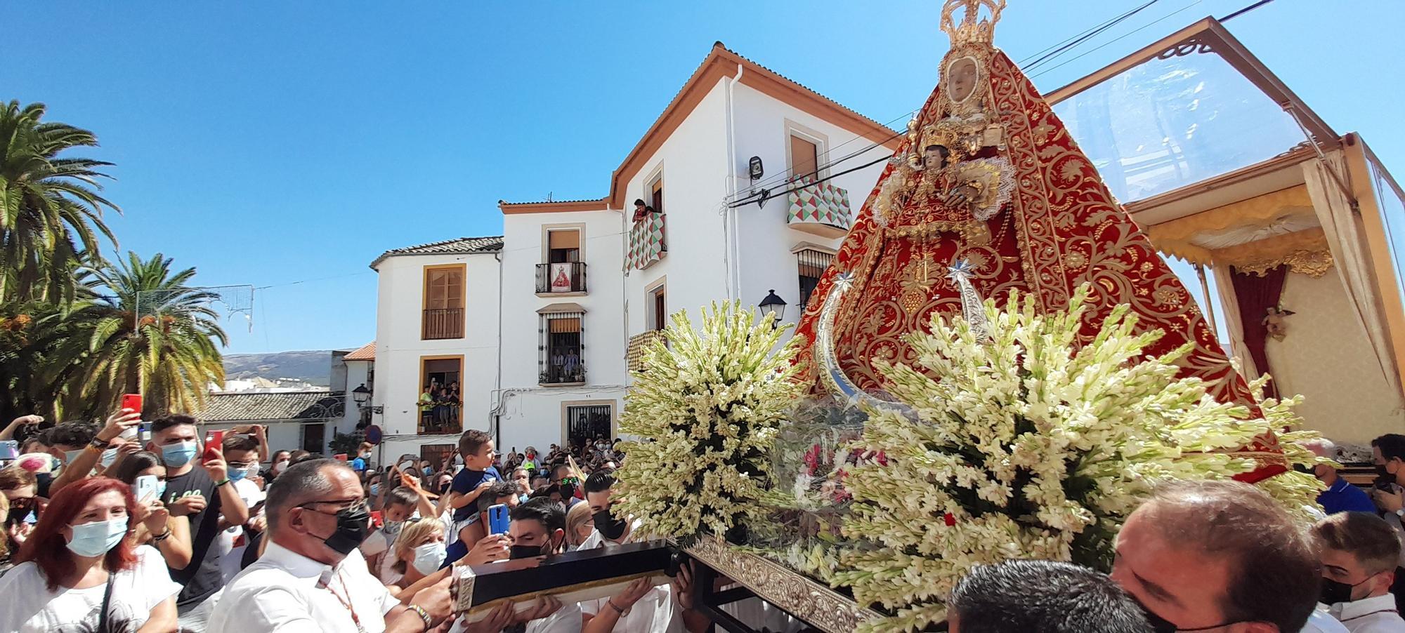 La 'Bajá' de la Virgen de la Sierra a Cabra, en imágenes