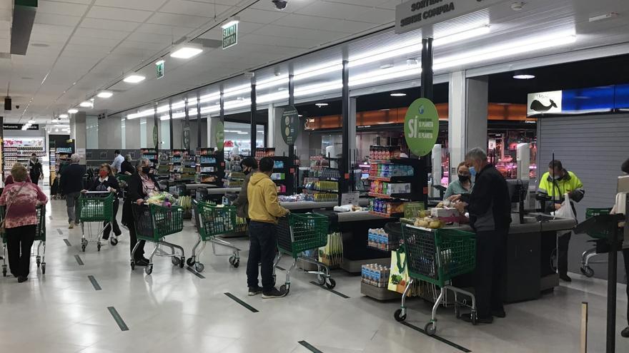 Mercadona inaugura un «supermercat eficient» al mercat municipal de Salt
