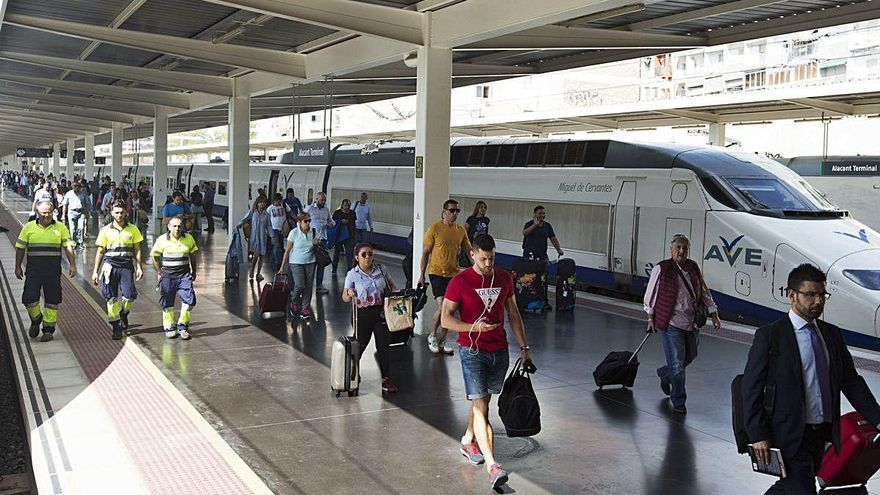 Renfe recupera desde hoy el tren diario a Valladolid, Cantabria, Palencia y Segovia