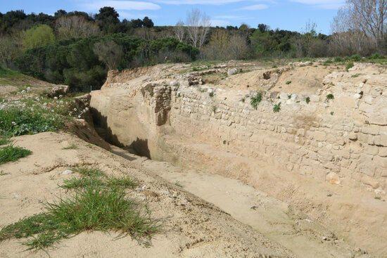 Les excavacions a Palol de Sabaldòria de Vilafant posen al descobert part del fossat de l'antic castell
