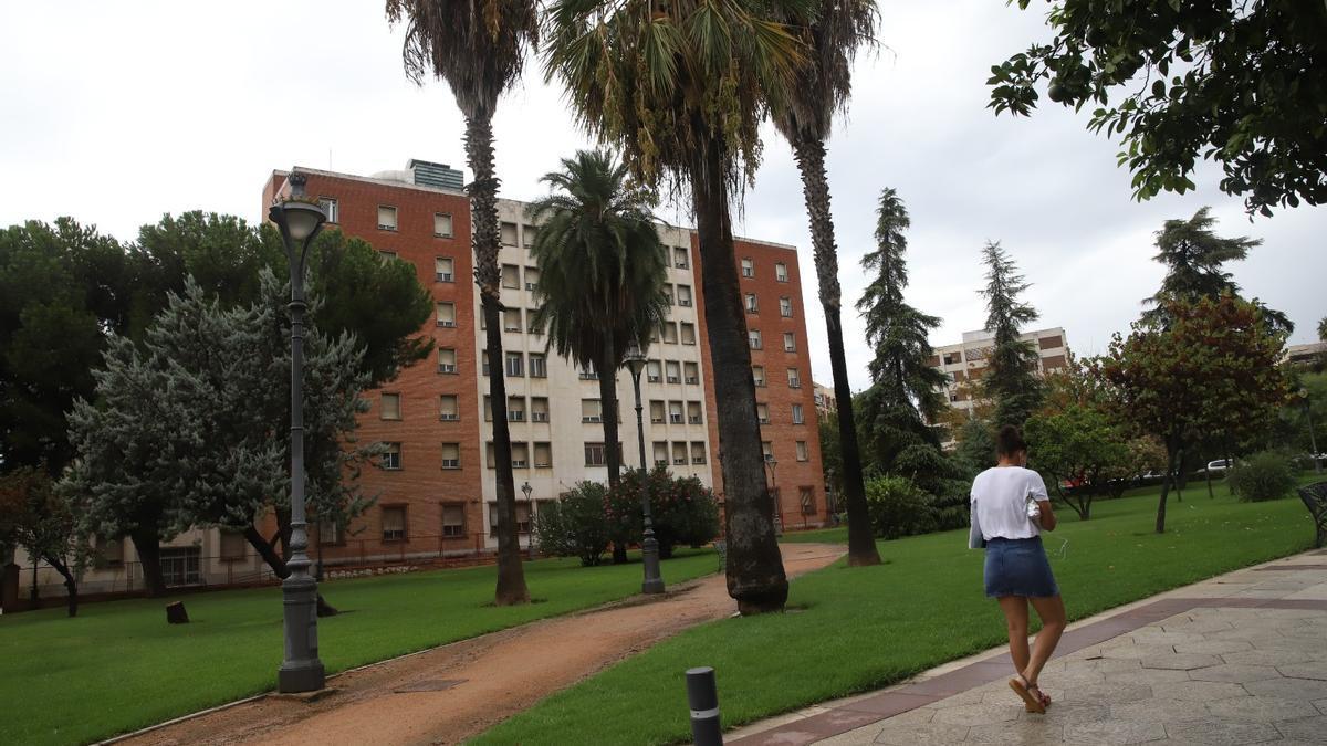 Una vista del edificio de los juzgados desde la avenida de Conde Vallellano.