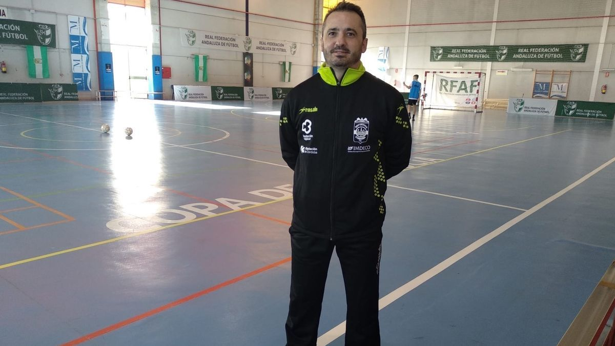 Juanma Cubero liderará de nuevo el proyecto del Cajasur Deportivo de fútbol sala femenino.