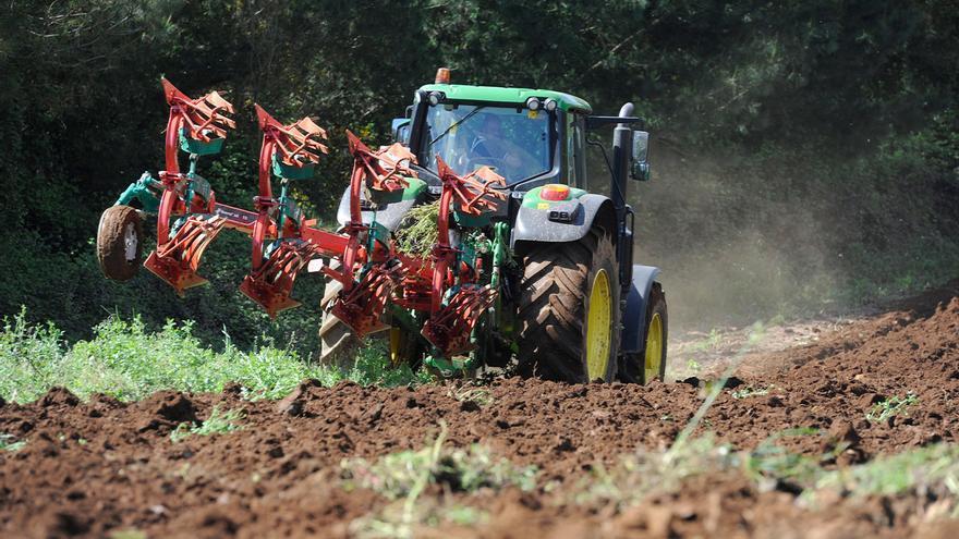 El fin del gasóleo bonificado costará a ganaderos y agricultores 100 millones al año