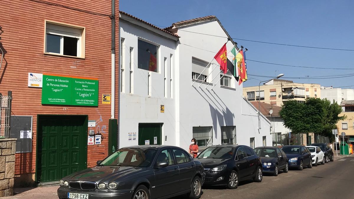 Edificio del centro de educación de personas adultas Legión V.