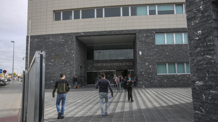 Bajan de 18 a 4 años de cárcel la pena a un acusado de violación y secuestro en Elche
