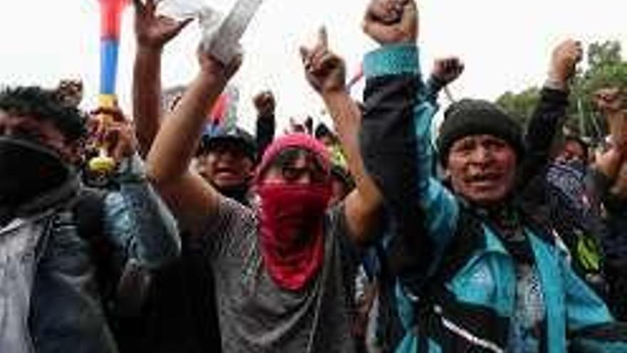 Indígenas toman la Asamblea Nacional de Ecuador a gritos contra Moreno