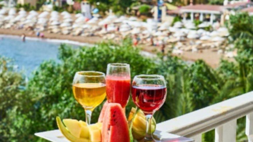 La bebida con alcohol que sí puedes tomar si estás a dieta y ayuda a prevenir enfermedades como el cáncer