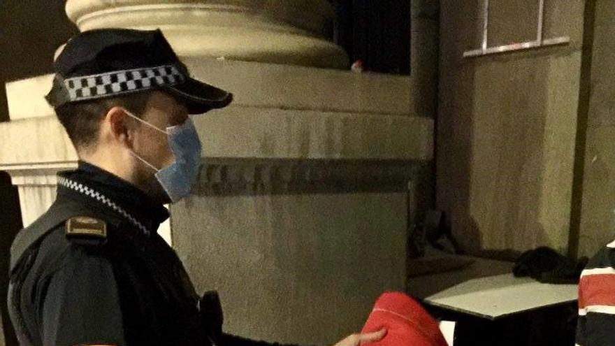La Policía Local de València atiende a 111 personas sin recursos por frío en los últimos diez días
