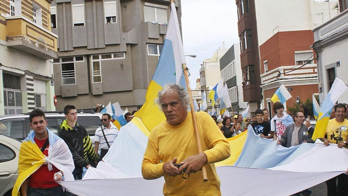 Fernando Báez Santana, known as Father Báez, at a demonstration in 2010. |  |  LP / DLP