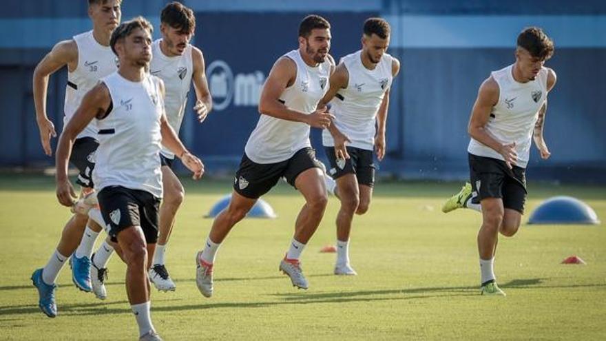 La inminente llegada de Víctor Gomez provoca un overbooking en el lateral del Málaga CF