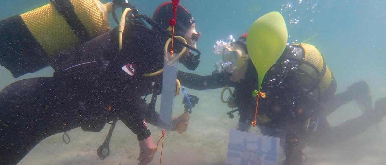 Así fue la original y romántica petición de mano bajo el mar de Aldán
