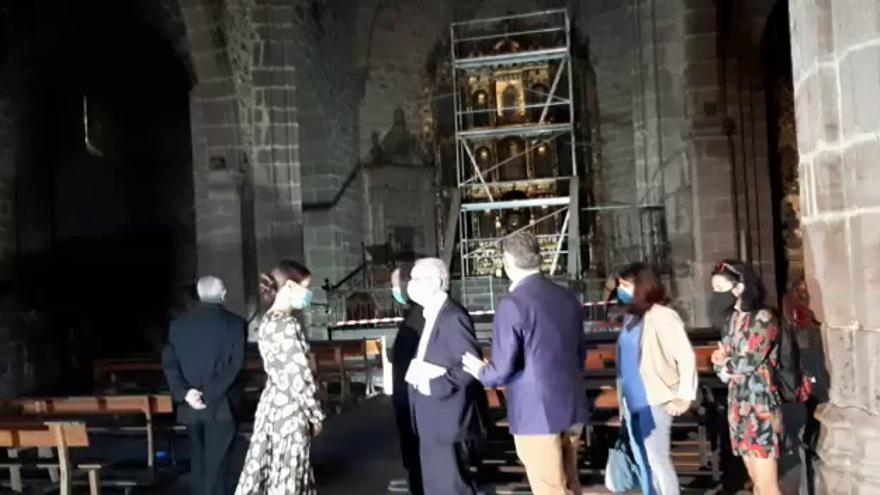 La consejera de Cultura y el obispo visitan la iglesia de San Martín en Plasencia