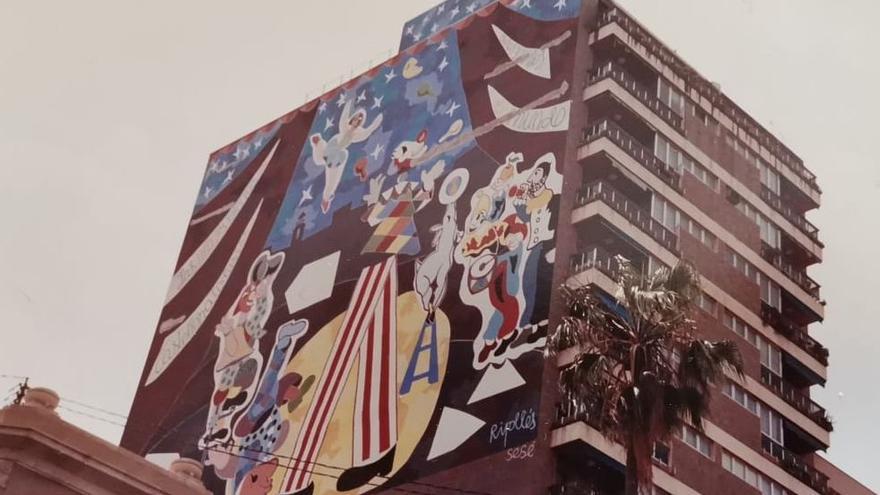 Patrick llora la pérdida del mural de Ripollés
