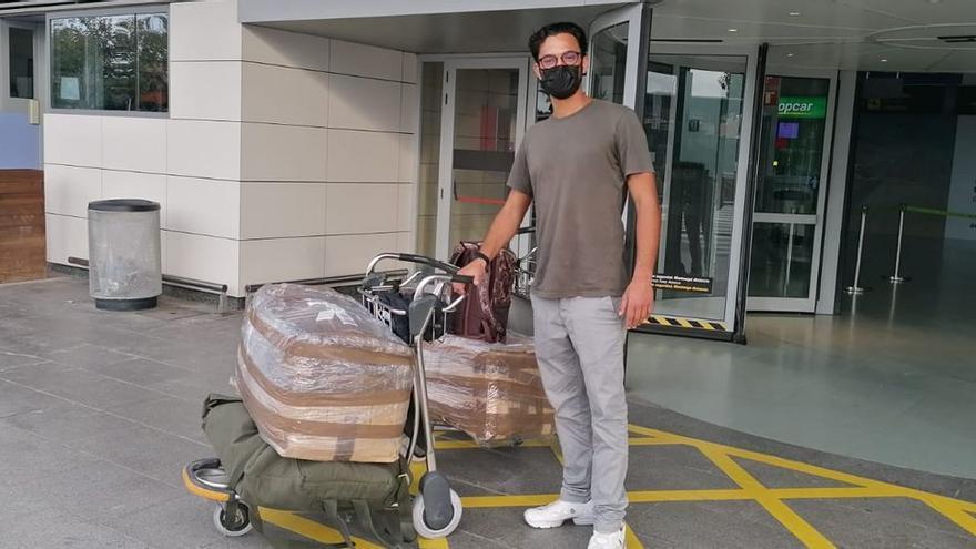 Las consecuencias del apagón en el aeropuerto de Ibiza: del italiano que aún no tiene sus maletas al grupo que iba a Formentera