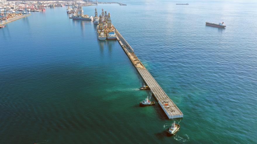 Los mayores cajones de la historia del Puerto ya dan abrigo al Reina Sofía