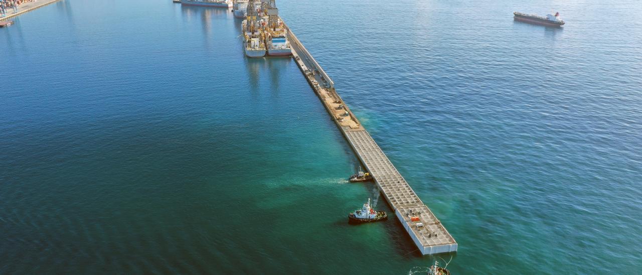 El Puerto coloca el último cajón de la ampliación del Reina Sofía